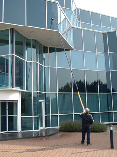 Window cleaning high reach system